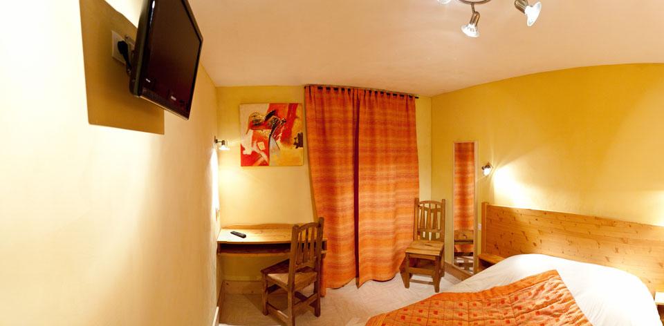 chambre-jaune-alpins - Hotel les Alpins